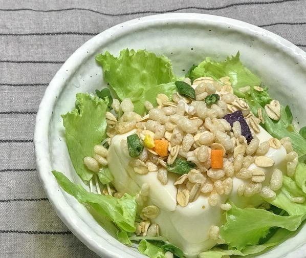 ライスグラノーラ 豆腐サラダにトッピング